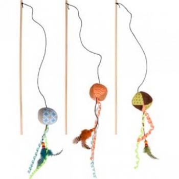 Kassi mänguasi KIRK rippuv pall puidust pulgaga värvivalik